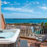 Outdoor Jacuzzi with sea view
