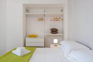 трехкомнатная спальня с балконом