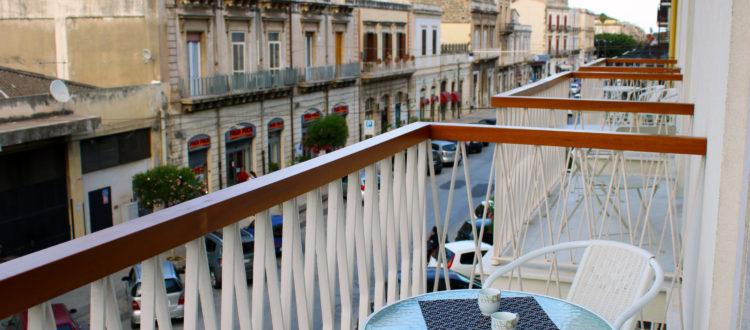 студия с балконом