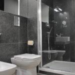 студия ванная комната с балконом